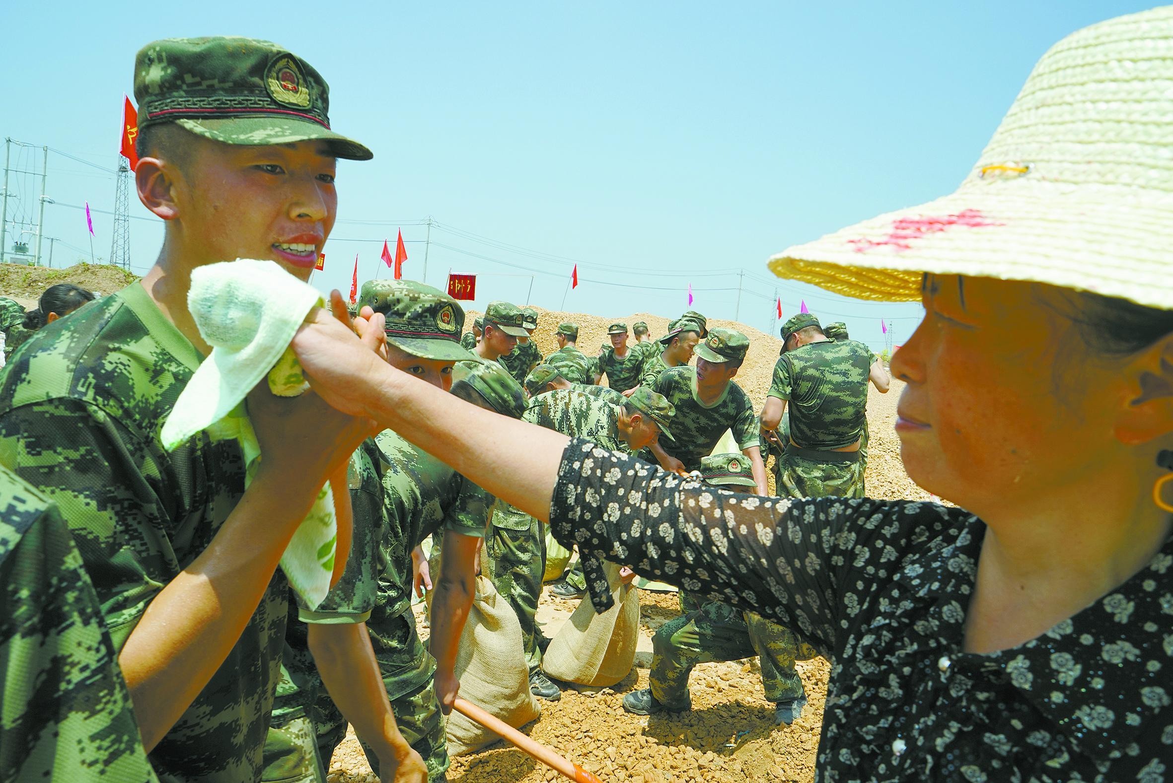 鄂州 党政军民携手 合力抗击 98图片